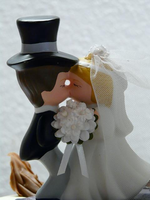 「もう今さら結婚式なんて」めんどくさい結婚式、どう逃げ切る?のサムネイル画像