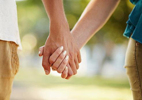 これってどういう意味?手を繋ぐ夢は夢占いではこんな意味だった!のサムネイル画像