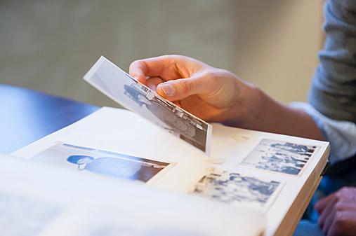 「ずっと好き」忘れられない好きな人の写真、取っておきますか?のサムネイル画像