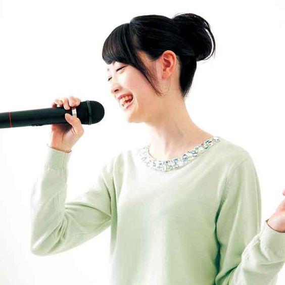 カラオケで歌うとモテる曲ベスト10をご紹介します!《女性編》のサムネイル画像