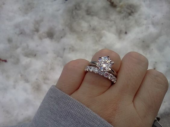 """【結婚指輪・婚約指輪】素敵な奥様はみんな""""重ね付け""""してる!のサムネイル画像"""