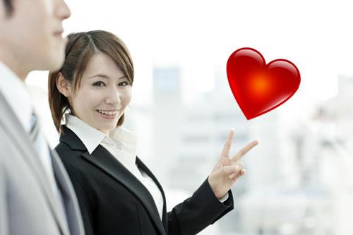 【同僚と恋に落ちたら】職場恋愛の失敗しない付き合い方教えます!のサムネイル画像