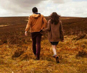 <手を繋ぐ>デートでも家でも…手を繋ぐことの効果や幸せを教えます!のサムネイル画像