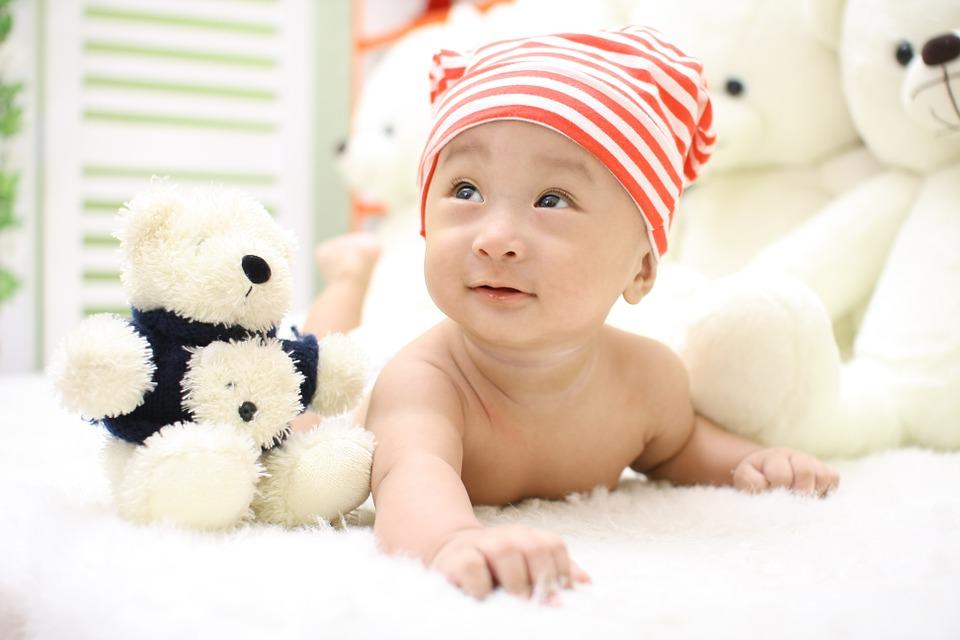 赤ちゃんのうつ伏せ練習はいつから?やり方やコツとタイミング!のサムネイル画像