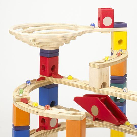 赤ちゃんへのプレゼント♡世界中のおしゃれな知育おもちゃのおすすめのサムネイル画像