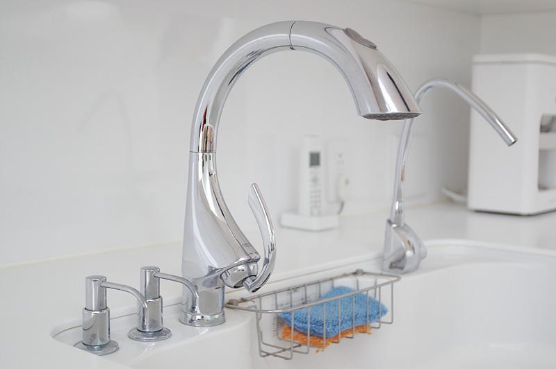 キッチン蛇口1つでキッチンの雰囲気が変わる!蛇口のアレコレのサムネイル画像