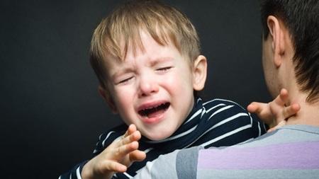 これって一体いつまで続くの?一歳児の夜泣きの原因と対処法のサムネイル画像