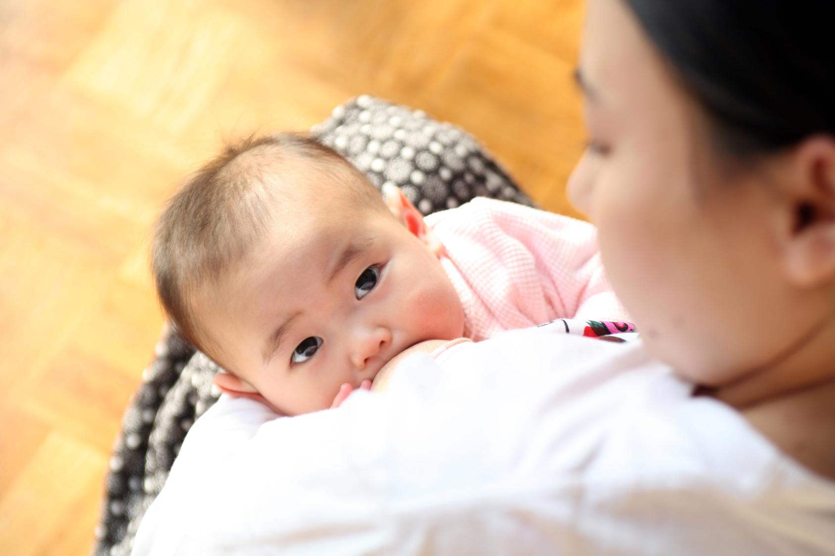 卒乳したら夜泣きがひどくなったママ必見♡原因と対策まとめのサムネイル画像