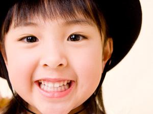 子供の歯並びに影響する!?歯並びに悪い習慣をご紹介します!のサムネイル画像