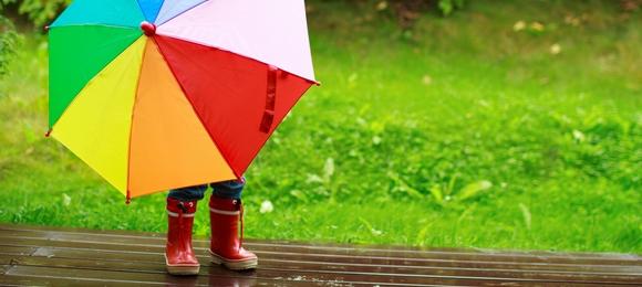 憂鬱な雨の日も楽しくなる子供傘はどんな傘?子供に合うサイズと種類のサムネイル画像