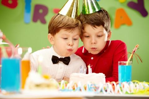 【1~5歳年齢別】子供が喜ぶ誕生日プレゼントのおすすめは何?のサムネイル画像