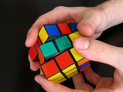 【永久保存版】簡単?動画で説明!ルービックキューブの揃え方!のサムネイル画像