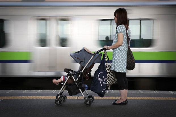 電車の中でのベビーカーは邪魔!?ベビーカーを使う時のマナーは?のサムネイル画像
