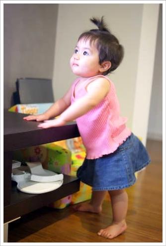 あんよまであともう少し!赤ちゃんのつかまり立ちに気を付けたい事!のサムネイル画像