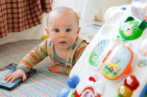 赤ちゃんの笑顔をひきだそう!楽しい遊びをご紹介しちゃいます☆のサムネイル画像