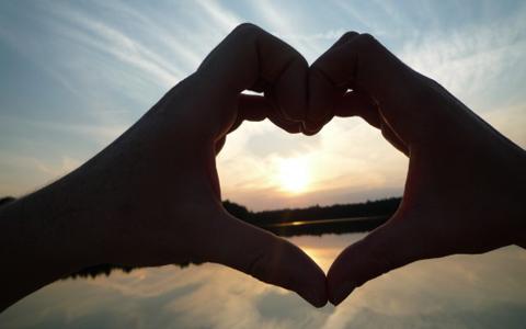 とってもステキ!日本でも取り入れたい世界の恋人の記念日事情のサムネイル画像