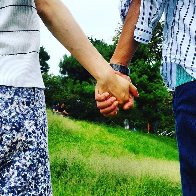 好き な 人 と 手 を 繋ぐ 夢 夢占い!手をつなぐ夢の意味17選!愛情を求める心理の表れ?