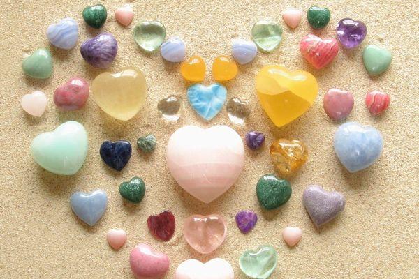 恋愛成就に必須アイテム 『パワーストーン』の魅力を徹底研究! のサムネイル画像