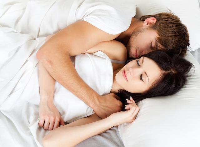 同棲中の恋人必見、寝相別にわかる彼の深層心理をまとめてみました。のサムネイル画像