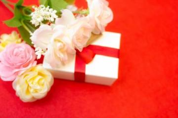 恥をかかない!結婚式のお返しについての基本を一緒に学ぼうのサムネイル画像