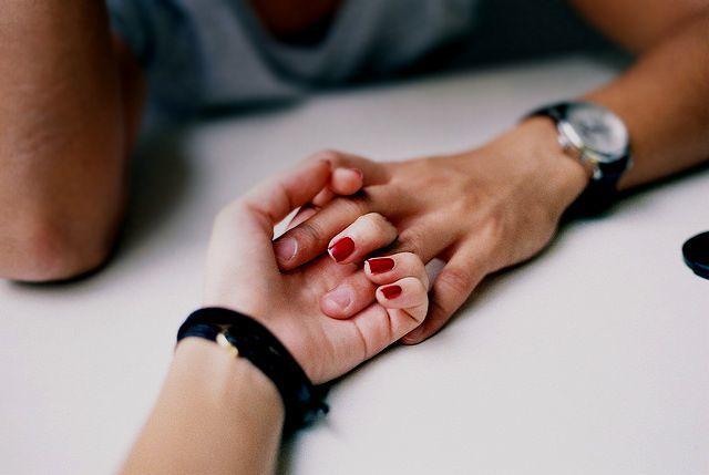 男ってどう思ってるの!?付き合ってないのに手を繋ぐ男の本音!のサムネイル画像