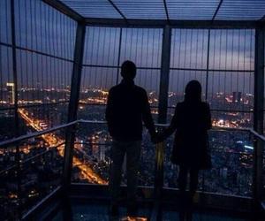 【手を繋ぐ心理】まだ付き合っていないのに手を繋ぐ心理を教えて!のサムネイル画像
