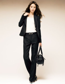 カッコイイ女性スーツ姿になる!スーツの着こなし方をご紹介のサムネイル画像
