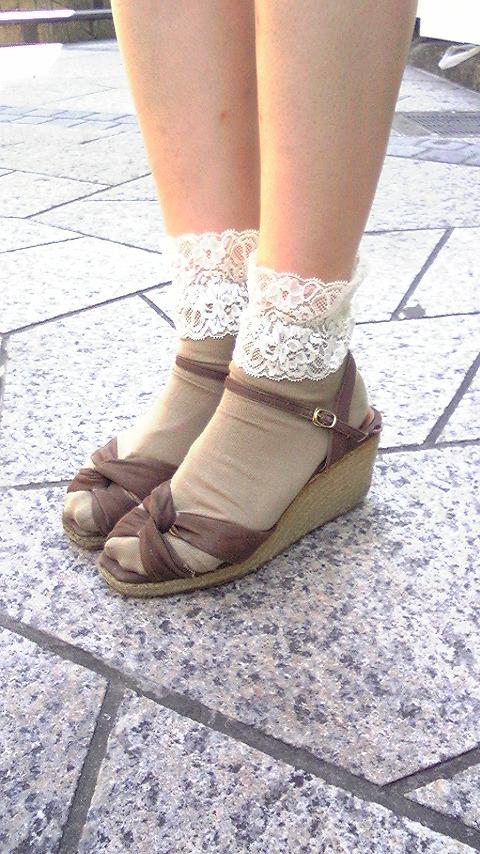 【2016年トレンド継続!】サンダル+靴下でおしゃれの幅を広げよう!のサムネイル画像