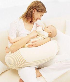 【授乳中ママ必見!】あると便利なおすすめ授乳クッション3選のサムネイル画像