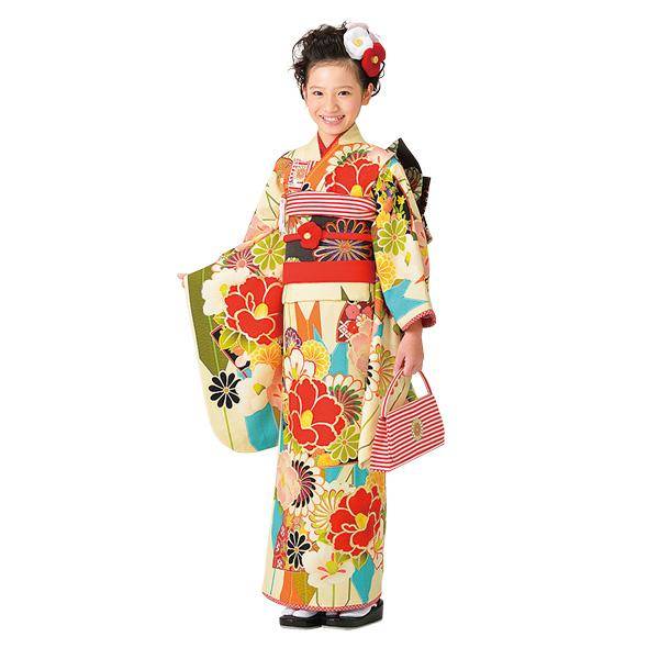 七五三、三歳の女の子は着物の上に被布をまとう、それが可愛い!のサムネイル画像