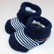 新生児には靴下はどうしたらいいの?室内では必要ない?外出先では?のサムネイル画像