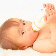 赤ちゃんのために知っておきたい、哺乳瓶の選び方と使い方の基礎のサムネイル画像