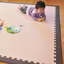 赤ちゃんを衝撃から守ってくれるジョイントマットを選んで敷こう!のサムネイル画像