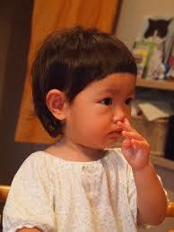 赤ちゃんの初めてのヘアカット!自分で切る?プロに任せる?のサムネイル画像