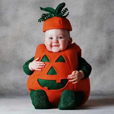 赤ちゃんだって楽しめる!ハロウィンのコスプレや寝相アートのサムネイル画像