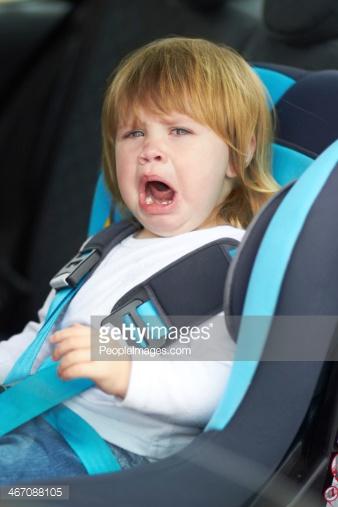 2歳のイヤイヤ期!チャイルドシートを好きになる便利グッツを紹介!のサムネイル画像