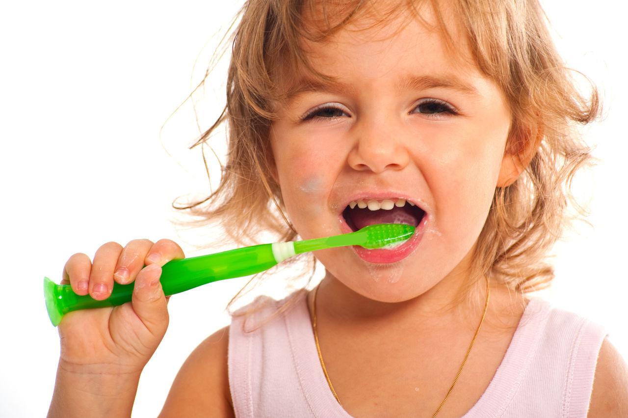 歯磨きタイムが楽しくなるね!子供の歯ブラシ選びのポイントは?のサムネイル画像