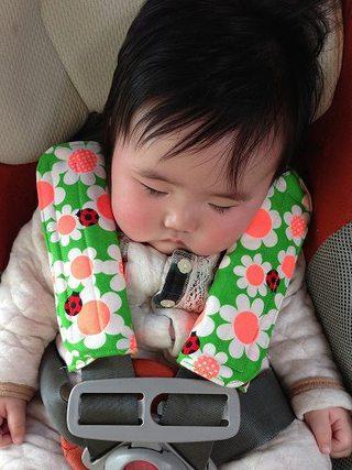 汚れがちなチャイルドシートのベルトをベルトカバーで清潔に!のサムネイル画像