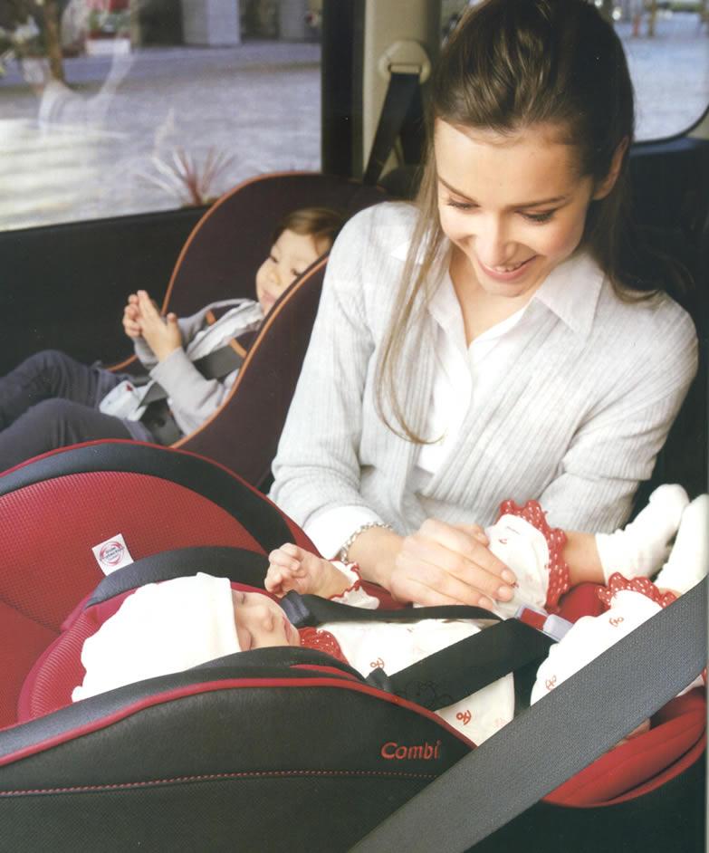 チャイルドシートの取り付け向きは子供の年齢によって変わりますよ!のサムネイル画像