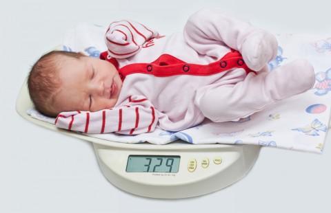 赤ちゃんの体重が測れる場所や月齢別平均体重をまとめました!のサムネイル画像