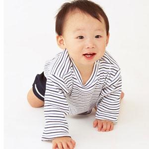生まれてきたばかりの赤ちゃんは首ガクガクしていて怖いです。のサムネイル画像