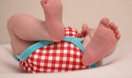 赤ちゃんの「手足バタバタ」には、何か特別な意味があるの?のサムネイル画像