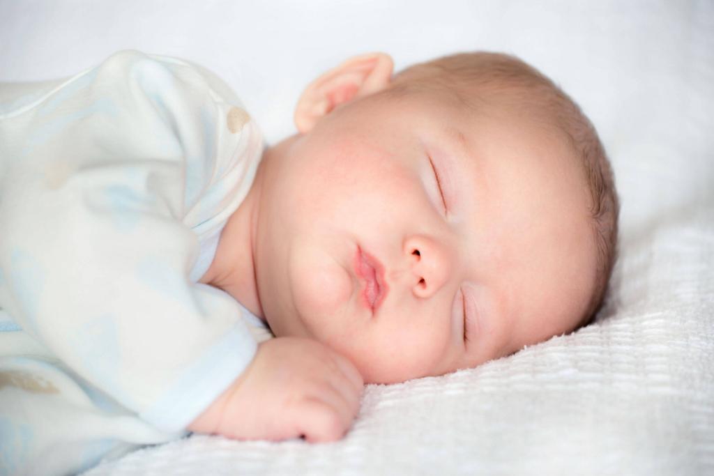 赤ちゃんの頭の形がいびつになった!これって自分で治せるの!?のサムネイル画像