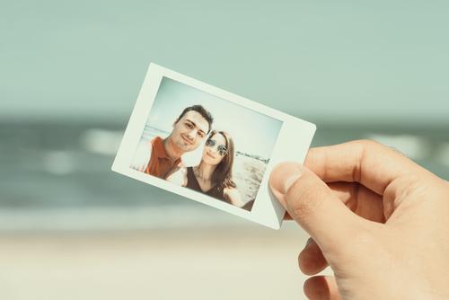 なんで?どうして?彼氏の携帯に元カノの写真が残っている理由のサムネイル画像