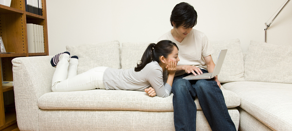 恋人と同棲を考えているけど親に言いにくい…効果ある説得方法を紹介のサムネイル画像