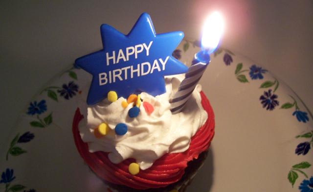 彼女から彼氏へ♡記念日や誕生日におすすめのサプライズアイデアのサムネイル画像
